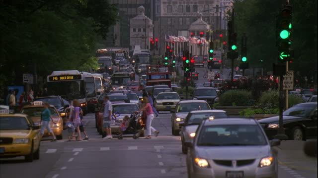ms, traffic on street, chicago, illinois, usa - michigan avenue bridge stock videos and b-roll footage