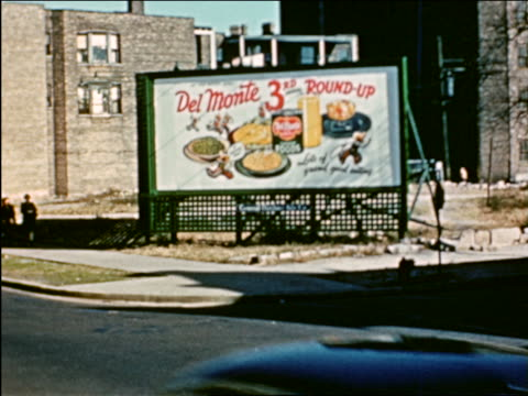 vidéos et rushes de 1941 pan traffic on street in front of billboard to people on sidewalk / chicago / industrial - prelinger archive