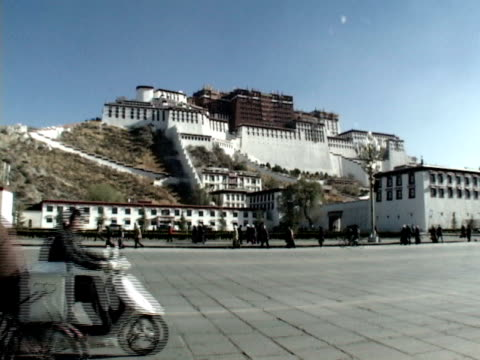 ws, traffic on street in front of potala palace, lhasa, tibet, china - traditionally tibetan stock videos & royalty-free footage