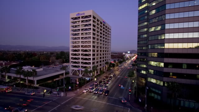 t/l, ws, ha, traffic on street intersection at dusk, sherman oaks, california, usa - sherman oaks stock videos & royalty-free footage