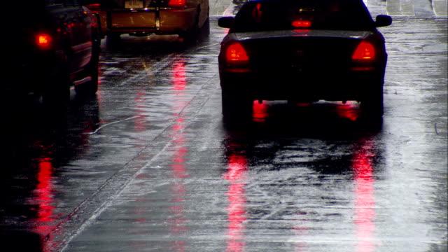 vídeos y material grabado en eventos de stock de cu, traffic on street, new york city, new york, usa - luz trasera