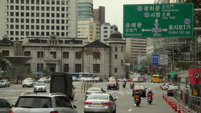vídeos de stock, filmes e b-roll de ws traffic on street / seoul, south korea - idioma