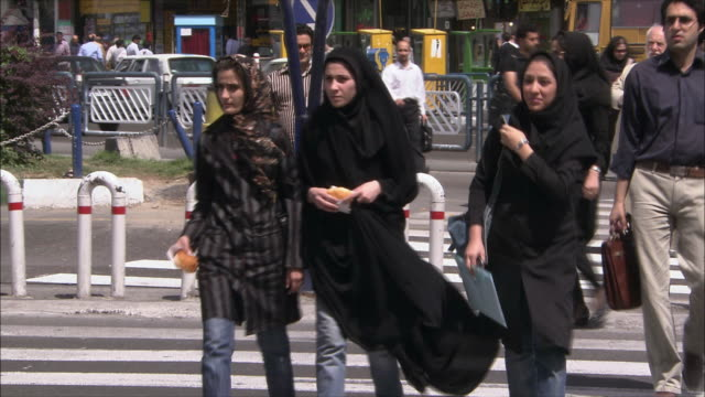 vídeos de stock, filmes e b-roll de cu traffic on street, tehran, iran - irã