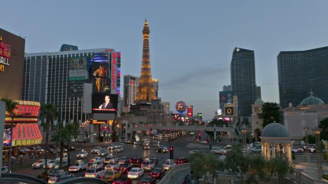 time lapse wide shot traffic on strip past ballys and paris las vegas from sunset to night - paris las vegas stock videos & royalty-free footage