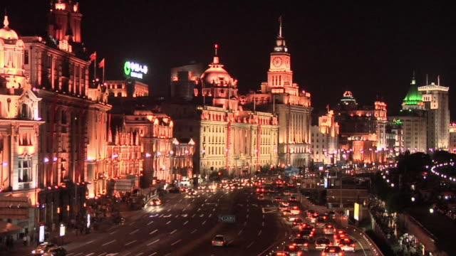 ha ws traffic on the bund at night/ shanghai, china - hsbc main building stock videos and b-roll footage