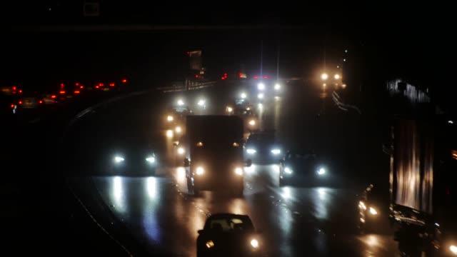 vidéos et rushes de traffic on the m1 motorway near brogborough bedfordshire england uk - véhicule utilitaire léger