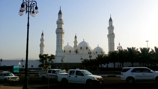 traffic on the roads infront of mosque quba (qoba). - minareto video stock e b–roll