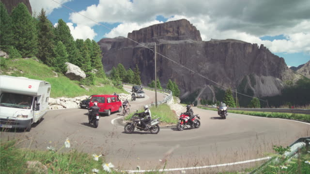 traffic on the sella mountain pass on the dolomites - canazei video stock e b–roll