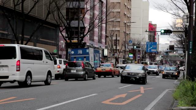 vídeos y material grabado en eventos de stock de el tráfico en la calle en la ciudad de fukuoka, japón - fukuoka prefecture