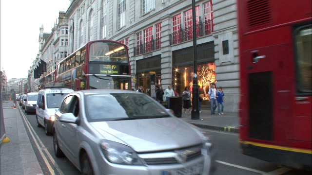 traffic on the streets of london. - music or celebrities or fashion or film industry or film premiere or youth culture or novelty item or vacations stock videos & royalty-free footage