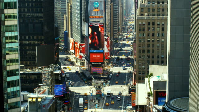 ws, ha, traffic on times square, manhattan, new york city, new york, usa - マンハッタン タイムズスクエア点の映像素材/bロール