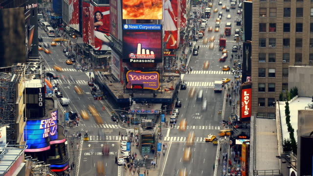 vídeos de stock, filmes e b-roll de t/l, ws, ha, traffic on times square, manhattan, new york city, new york, usa - time lapse de trânsito