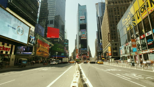 t/l, ws, traffic on times square, manhattan, new york city, new york, usa - yellow taxi stock-videos und b-roll-filmmaterial