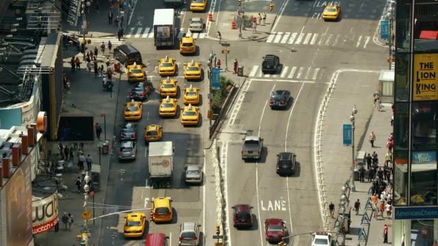 t/l, ms, ha, traffic on times square, manhattan, new york city, new york, usa - taxi stock-videos und b-roll-filmmaterial