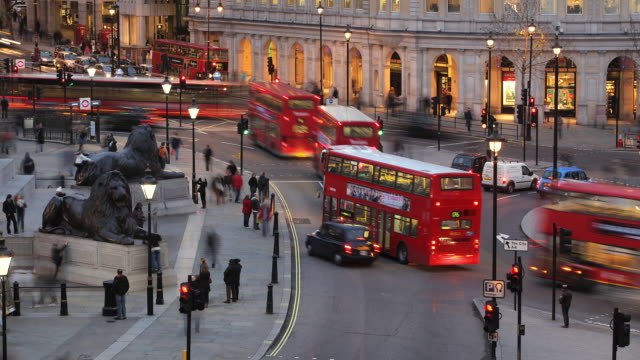 T/L WS HA Traffic on Trafalgar Square, day to night / London, England