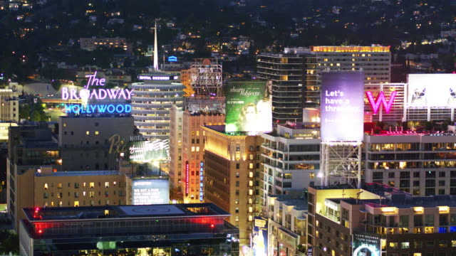 vidéos et rushes de traffic on vine st, los angeles - drone shot - hollywood boulevard