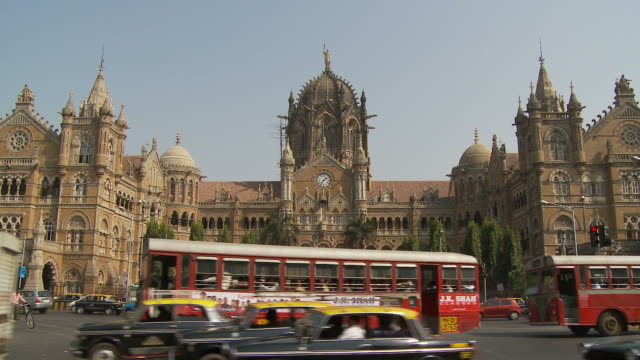 ws traffic outside victoria station / mumbai, india - lockdown stock videos & royalty-free footage