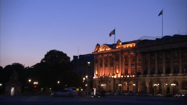 Traffic passes the Hotel de Crillon at night. Available in HD.