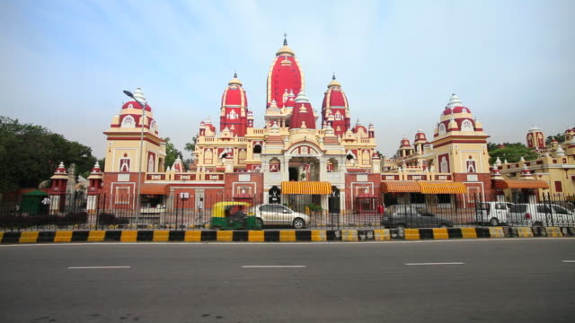 Traffic passes the Lakshmi Narayan Temple in Delhi.