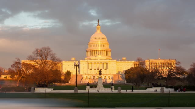 vídeos de stock, filmes e b-roll de traffic passes the us capitol at sunset in this timelapse sequence in washington dc us on monday february 26 2018 - capitólio capitol hill
