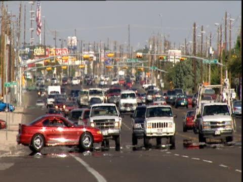 vídeos de stock e filmes b-roll de traffic passes through junction - road junction