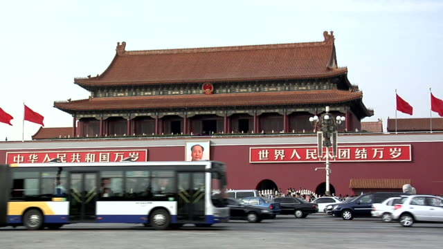 ws traffic passing mao portrait at tiananmen square/ beijing, china - tiananmen square stock videos and b-roll footage