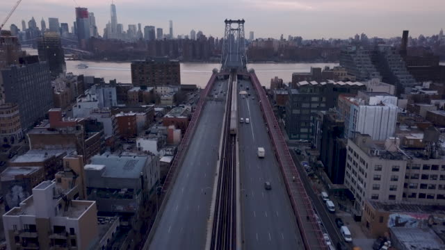 traffic passing through brooklyn - 通過する点の映像素材/bロール