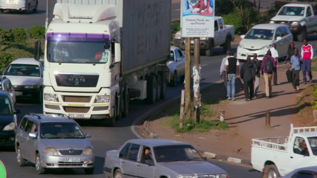 traffic & pedestrians on langata rd nairobi  kenya  africa - ナイロビ点の映像素材/bロール