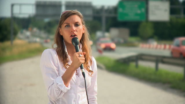 stockvideo's en b-roll-footage met hd: traffic reportage - reportage afbeelding