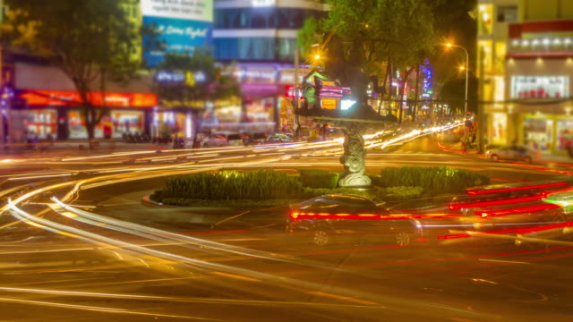 4 k 時間 経過 (低速度撮影)(4096 x 2160 ):忙しい道路に入ります。(apple prores ます。422 (hq )) - ベトナム点の映像素材/bロール