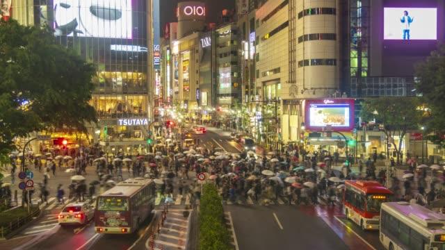 verkehr-scramble am shibuya crossing 4 k 60p-zeitraffer - kreuz religiöser gegenstand stock-videos und b-roll-filmmaterial