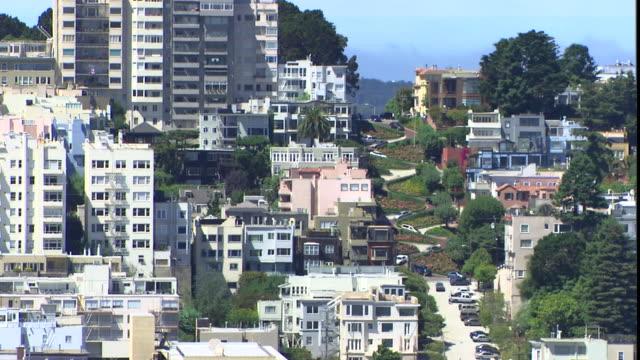 traffic slowly drives down lombard street. - lombard street san francisco stock videos & royalty-free footage