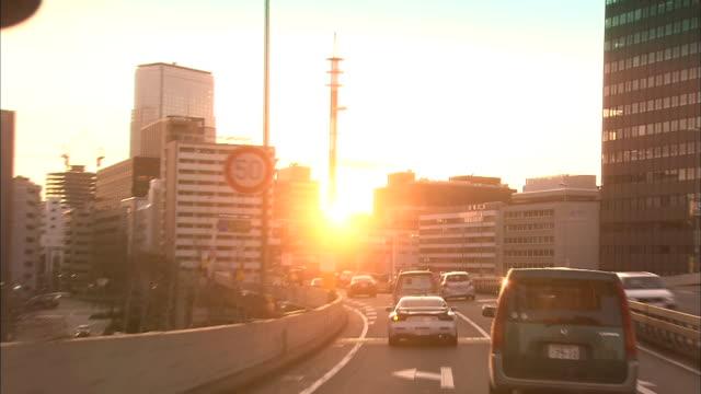 vídeos y material grabado en eventos de stock de traffic streams along the tokyo metropolitan expressway. - vehículo terrestre