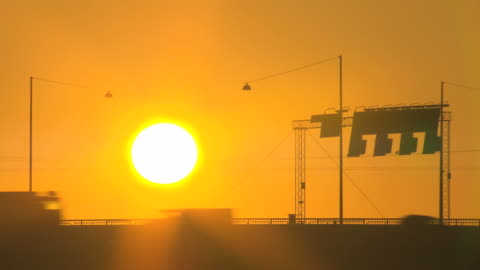 vídeos y material grabado en eventos de stock de tráfico la luz del sol. hq 4:2: 2 - calor
