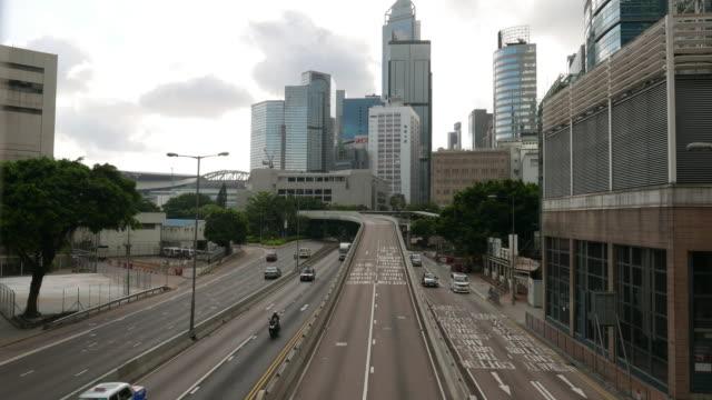 vídeos de stock, filmes e b-roll de tráfego através da moderna cidade, intervalo de tempo - ilha de hong kong