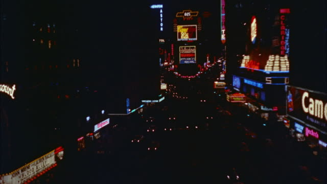 1957 ws ha traffic through times square with illuminated electronic billboards / new york city, new york state, usa - anno 1957 video stock e b–roll