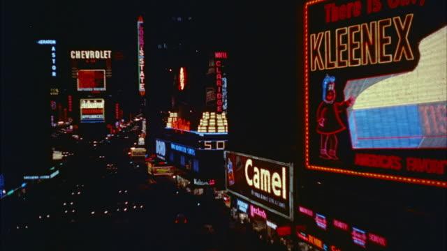 1957 ws ha traffic through times square with illuminated electronic billboards / new york city, new york state, usa - 1957 bildbanksvideor och videomaterial från bakom kulisserna