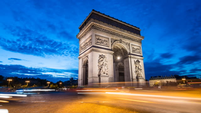 traffic time lapse at arc de triomphe in paris at night - arc de triomphe paris stock videos & royalty-free footage