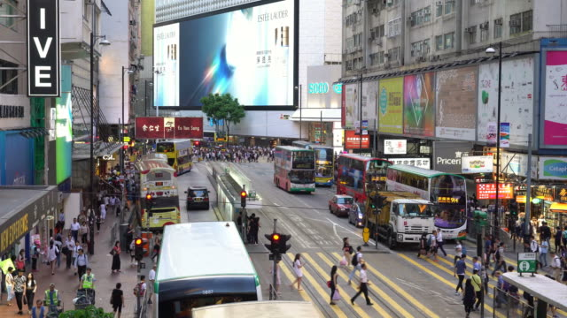 vídeos de stock e filmes b-roll de traffic time lapse in hong kong causeway bay - comércio consumismo