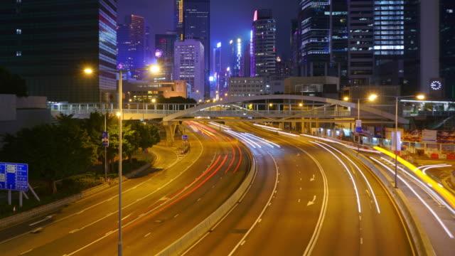 verkehrszeitraffer und hong kong wolkenkratzer landschaft in der nacht. - high dynamic range imaging stock-videos und b-roll-filmmaterial