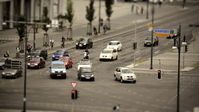 vídeos y material grabado en eventos de stock de timelapse de tráfico en berlín - tilt shift