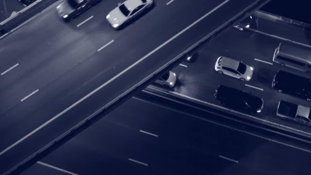 stockvideo's en b-roll-footage met bovenaanzicht van het verkeer 's nachts, twee tome video 4k - taxi