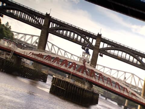 stockvideo's en b-roll-footage met traffic travels over the tyne bridge. - tyne bridge