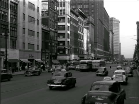 vídeos de stock, filmes e b-roll de b/w 1949 traffic + trolleys on wide city street / possibly houston or new orleans - 1949