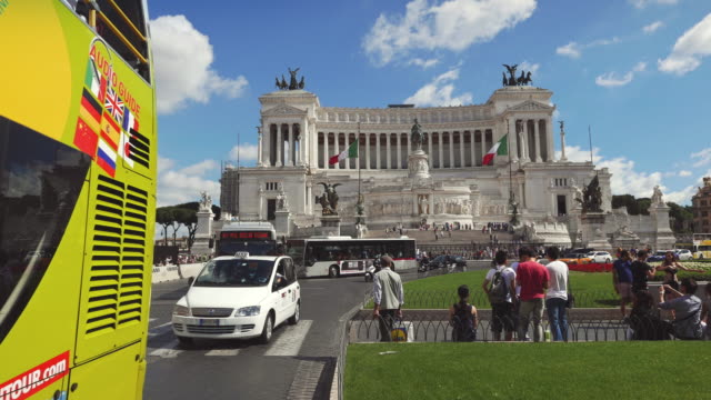 traffic under vittorio emanuele or altare della patria monument in rome - altare della patria stock videos and b-roll footage