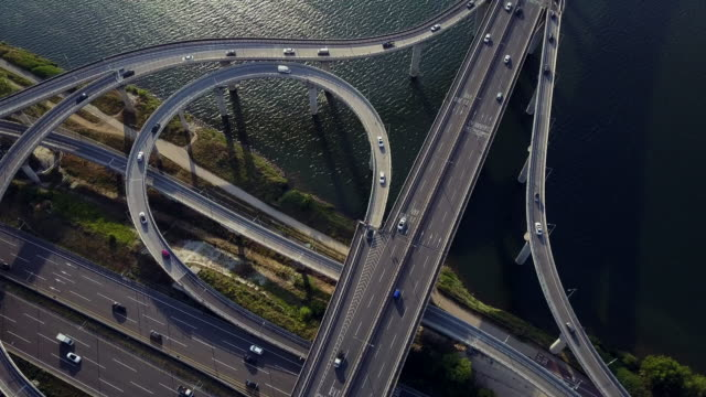 traffic view of amsa bridge over han river, seoul, south korea - ソウル点の映像素材/bロール