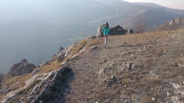 trail runner - sich verschönern stock-videos und b-roll-filmmaterial