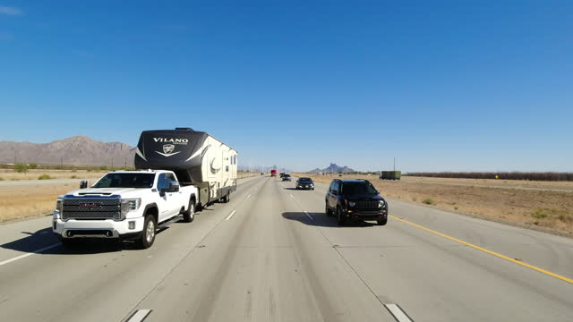 rv trailer in highway traffic in arizona, usa, 2021 - pursuit concept stock videos & royalty-free footage