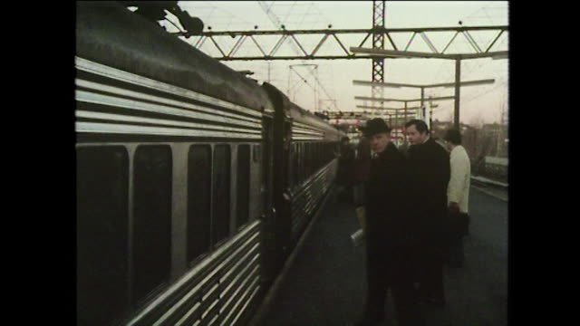 train arrives at a station in connecticut, usa; 1975 - ニューヘイブン点の映像素材/bロール