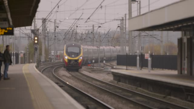 a train arrives into a uk station - audio available stock videos & royalty-free footage